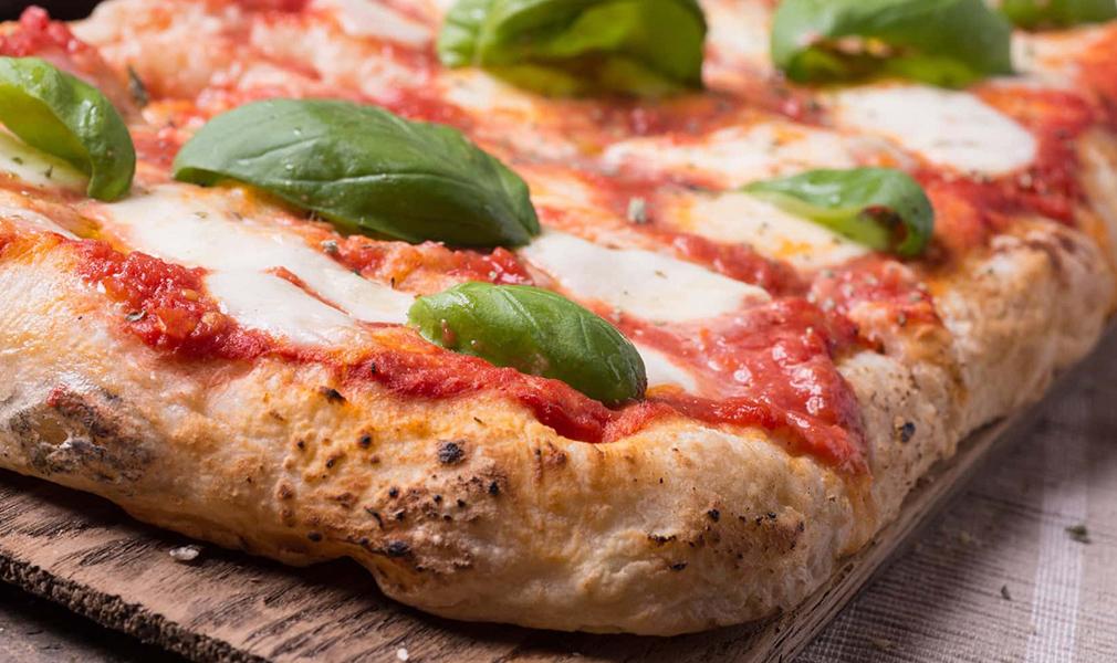 Ricetta Pizza Napoletana Teglia.Pizza Alla Napoletana In Teglia